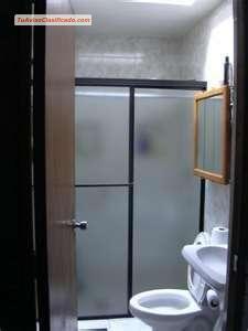 Puertas corredizas para ducha modernice y embellesca su - Puertas para el bano ...